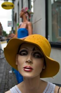 Damen med den gule hat